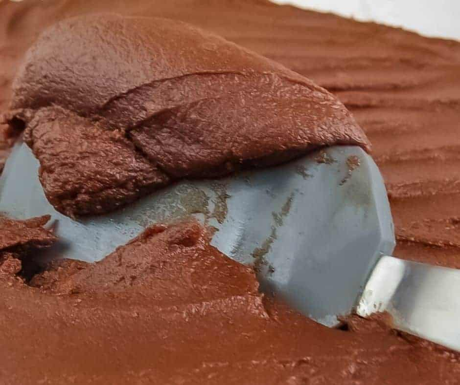 Spatula with scoop of chocolate frosting